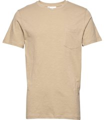 the organic tee w. pocket t-shirts short-sleeved beige by garment makers