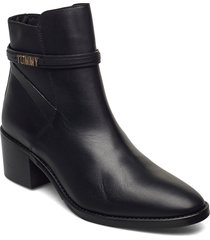 block branding leather mid boot shoes boots ankle boots ankle boot - heel svart tommy hilfiger