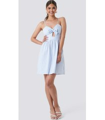 na-kd boho knot front cut out dress - blue,multicolor