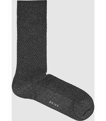 reiss whitelock - textured chevron socks in dark grey, mens
