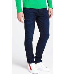jeansy z 5 kieszeniami i trójkątną aplikacją z logo