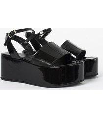 sandalia negra heyas carla