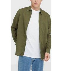 whyred stone zip skjortor military green
