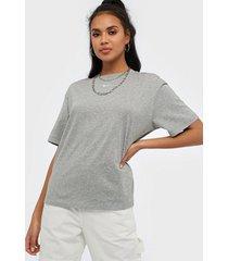 nike w nsw essntl top ss bf t-shirts