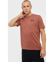 under armour sportstyle left chest ss tränings t-shirts brun