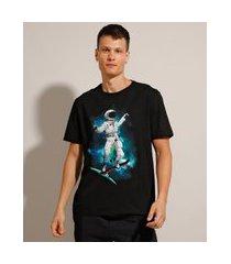 camiseta de algodão astronauta skatista manga curta gola careca preta