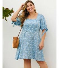 vestido de cuello cuadrado con diseño de lazo azul y talla grande