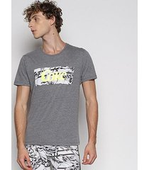 camiseta coca-cola recorte folhagens masculina