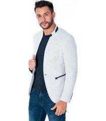 blazer cuello mao gris claro tres bolsillos frontales y apliques azules