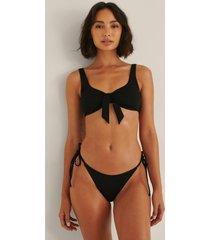 rianne meijer x na-kd recycled bikinitrosa med en rem - black
