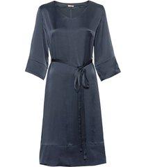jurk van zijdesatijn in a-linie met bindceintuur, nachtblauw 42