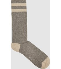 reiss cole - sports socks with hoop detail in soft grey, mens