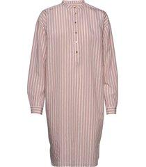 shirt knälång klänning rosa sofie schnoor