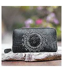 leather clutch, 'padma center in onyx' (indonesia)