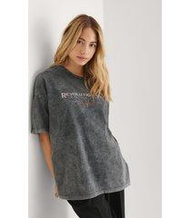 na-kd trend ekologisk t-shirt med revolution tour tryck - grey