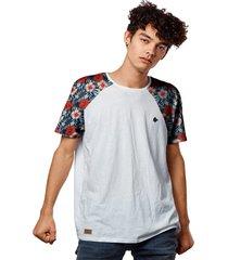 camiseta raglan flores de mel vermelhas - branco - masculino - dafiti