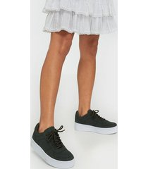 nly shoes flirty platform sneaker low top khaki