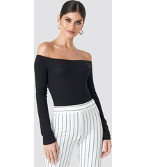 na-kd ribbed off shoulder body - black