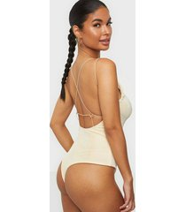 nly trend strappy back body linnen