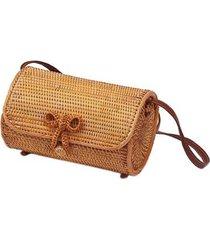 bolsa de palha rattan artestore em formato cilíndrico feminina