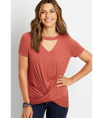 maurices womens 24/7 solid cut out neck twisted hem tee red