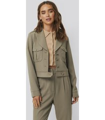 na-kd classic short buttoned jacket - green
