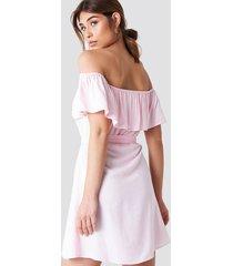 debiflue x na-kd buttoned flounce dress - pink