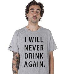 camiseta masculina hangover cinza
