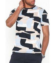 selected homme slhartwork aop ss o-neck tee b t-shirts & linnen mörk blå