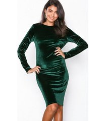 nly eve twist back midi dress fodralklänningar grön