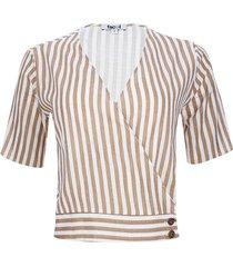 blusa con botones en costado color café, talla 6