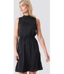na-kd party drawstring waist high neck dress - black