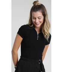 blusa feminina canelada com zíper de argola manga curta gola alta preta