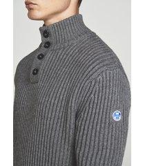 maglia in lana con bottoni