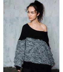 sweter z błyszczącą nitką
