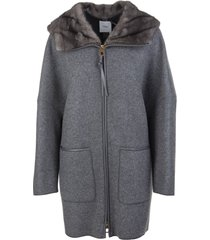 woman coat in grey cashmere with fur