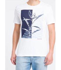 camiseta masculina flor bicolor branca calvin klein jeans - pp