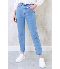 cross over straight jeans