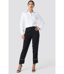 na-kd contrast piping suit pants - black