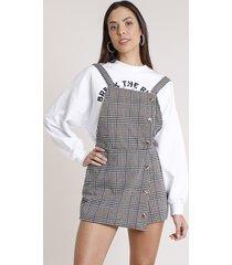 salopete short saia feminina estampada xadrez com botões e sobreposição alça média bege