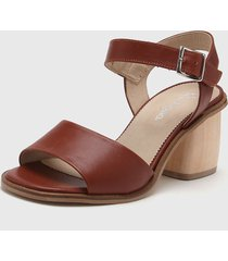 sandalia de cuero marrón gravagna