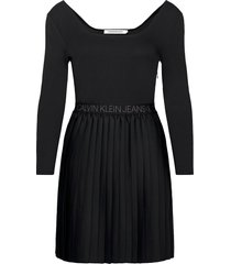 logo waistband pleated dress kort klänning svart calvin klein jeans