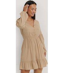 na-kd boho balloon sleeve mini dress - beige
