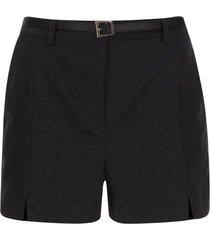 short con cinturon color negro, talla 6