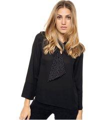 blusa negra asterisco casandra