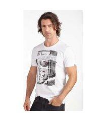 camiseta convicto estampa fita branco