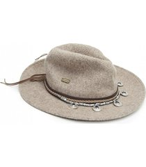 sombrero vaquero beige humana