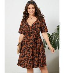 yoins vestido a media pierna con cuello en v profundo y diseño de cinturón de leopardo de talla grande