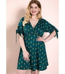 plus tamaño green tie-up diseño frutas con cuello en v medias mangas vestido