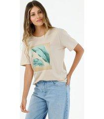 camiseta de mujer cuello redondo, manga corta con estampado de hojas